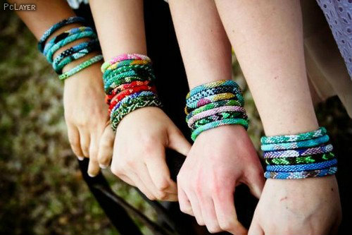 Bangles in Girls Hand Profile Picture