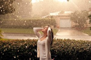 cute pretty girls in rain profile pictures for facebook