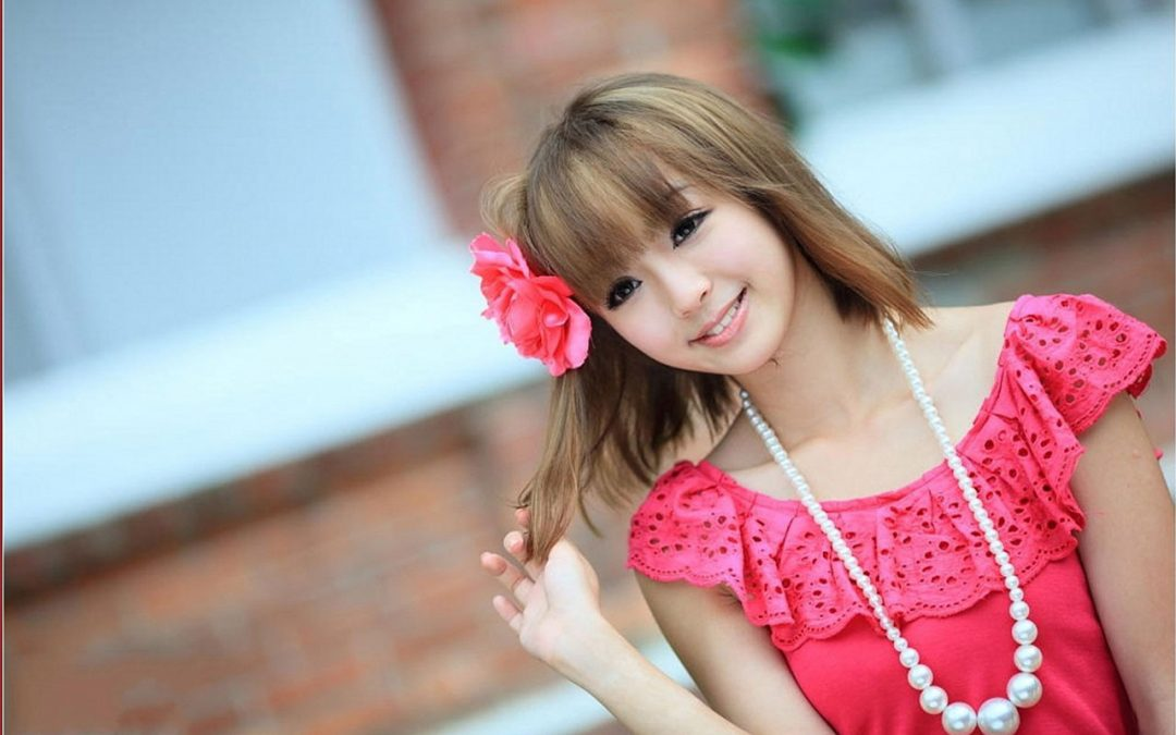 Cute Girl Play With Hairs Facebook Display Picture